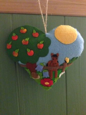 'Summer around the apple tree' design by Huisvolkleur