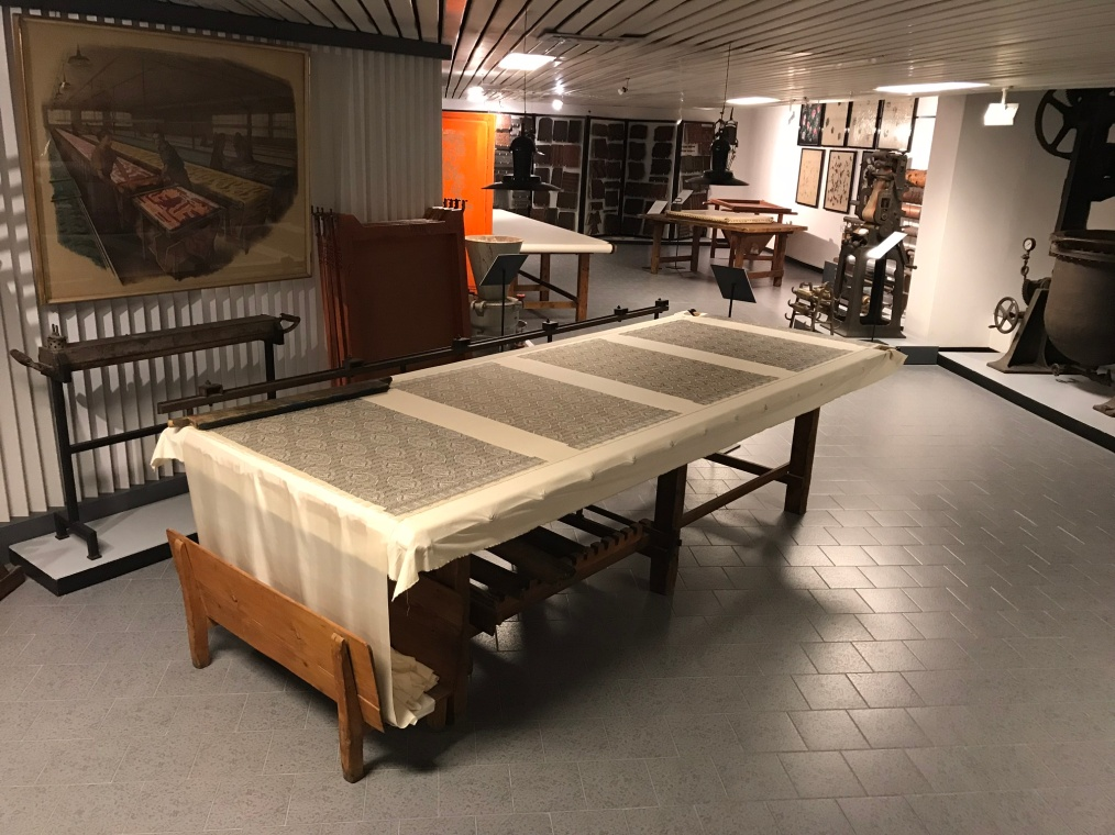 Table for hand screen-printing